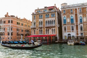 Exploring Exploring the canals of Venice | via @dipyourtoesin