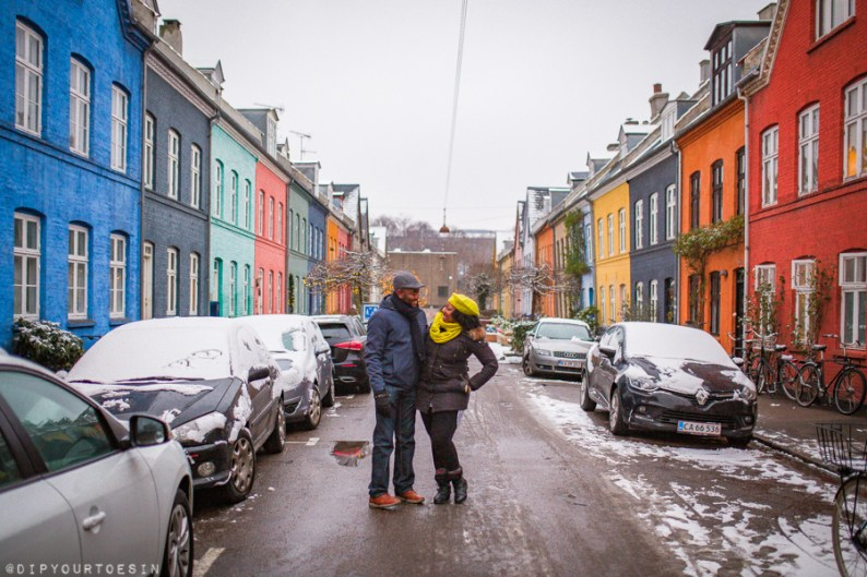 Couple walking along Olufsvej Østerbro in winter