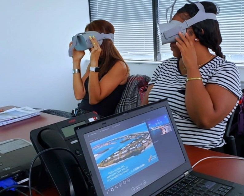 Training travel agents using immersive virtual travel experiences