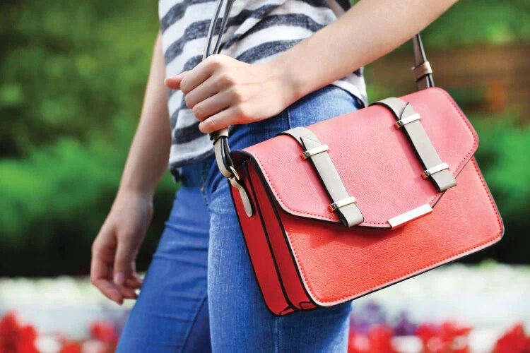 958e2032c15c Clean out and organize your purse with these seven tips for carrying less in  your bag