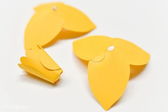 How to Assemble the Cricut Daffodil - Petals and Centered Glued