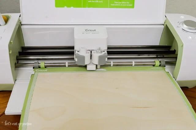 Cricut Explore machine cutting