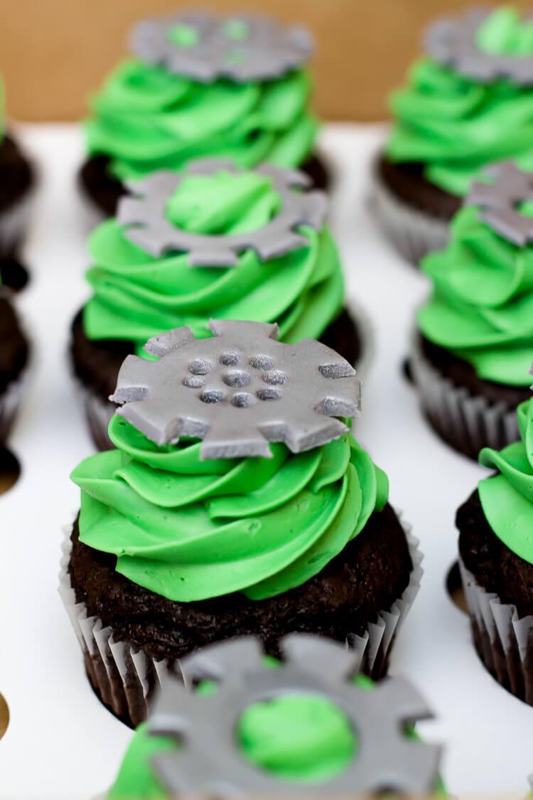 Robot Birthday Party - cupcakes