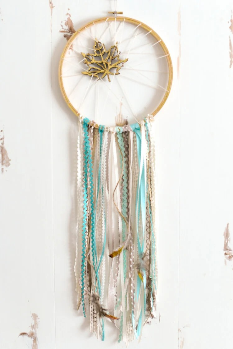 Whimsical DIY Dream Catcher | Unique Bohemian Gypsy Dreamcatchers Ideas Perfect For Homemade Gifts