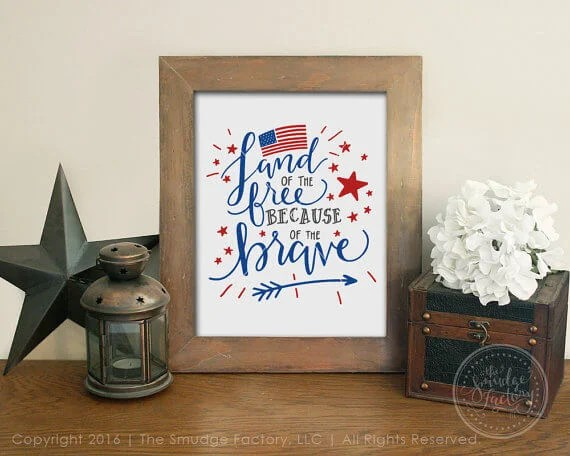 The Smudge Factory Patriotic Printable - Celebrate the 4th of July with these free patriotic printables! Get more than 20 red, white, and blue printables from your favorite bloggers!
