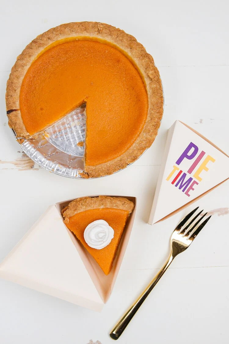 Personalize your Thanksgiving with these charming Thanksgiving projects! This mini bundle of free SVG cut files comes with a Turkey Time banner, Pie Time pie boxes, a drumstick garland, and a coordinating Give Thanks printable.