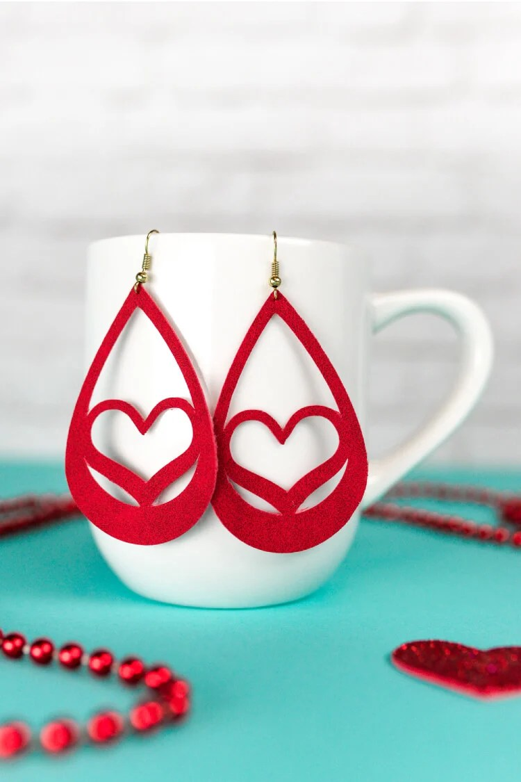 Use your Cricut to make these trendy these faux suede earrings—sweet hearts that are perfect for Valentine's Day. An easy Valentine's Day jewelry project.