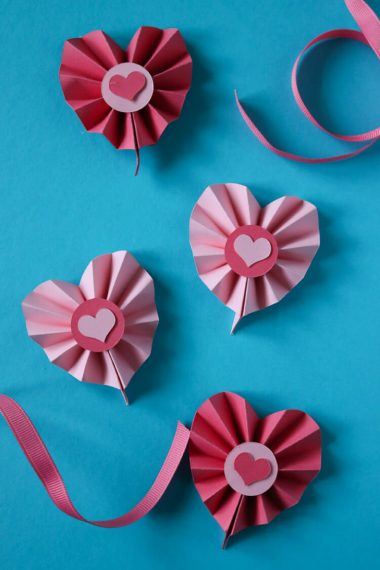 Use the scoring capabilities of your Cricut Explore or Maker to craft these Paper Rosette Hearts for Valentine's Day! The Cricut makes it easy to make these cute Valentine's Day decorations.