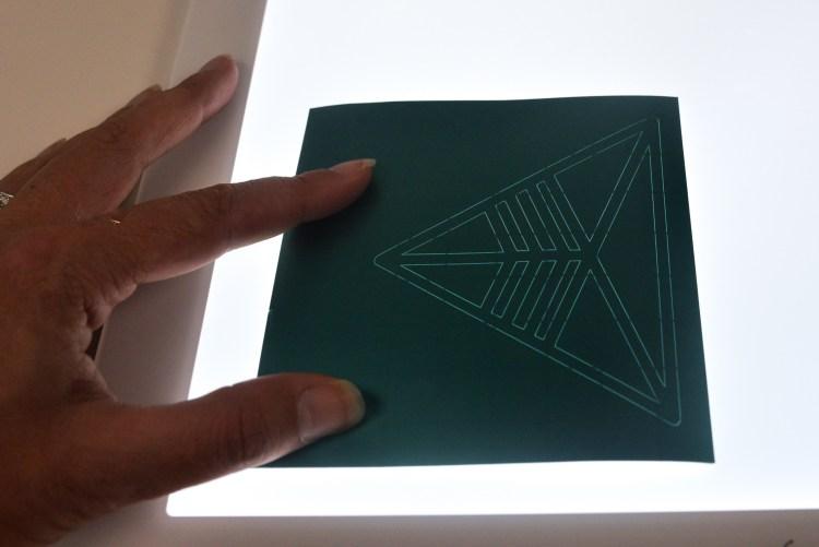 Weeding metallic vinyl with the Cricut Brightpad