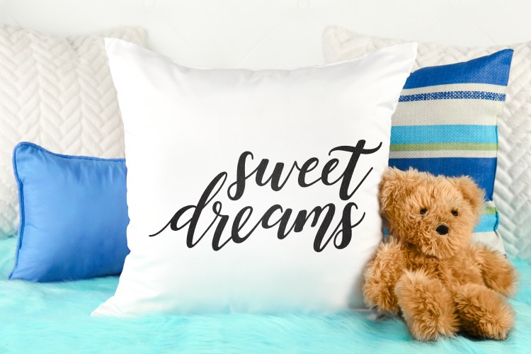 Doesn't this Sweet Dreams SVG just make you want to grab your favorite blankie and cuddle up for the night? From pillows to blankies to printable art work, get crafty with this slumbery sentiment.