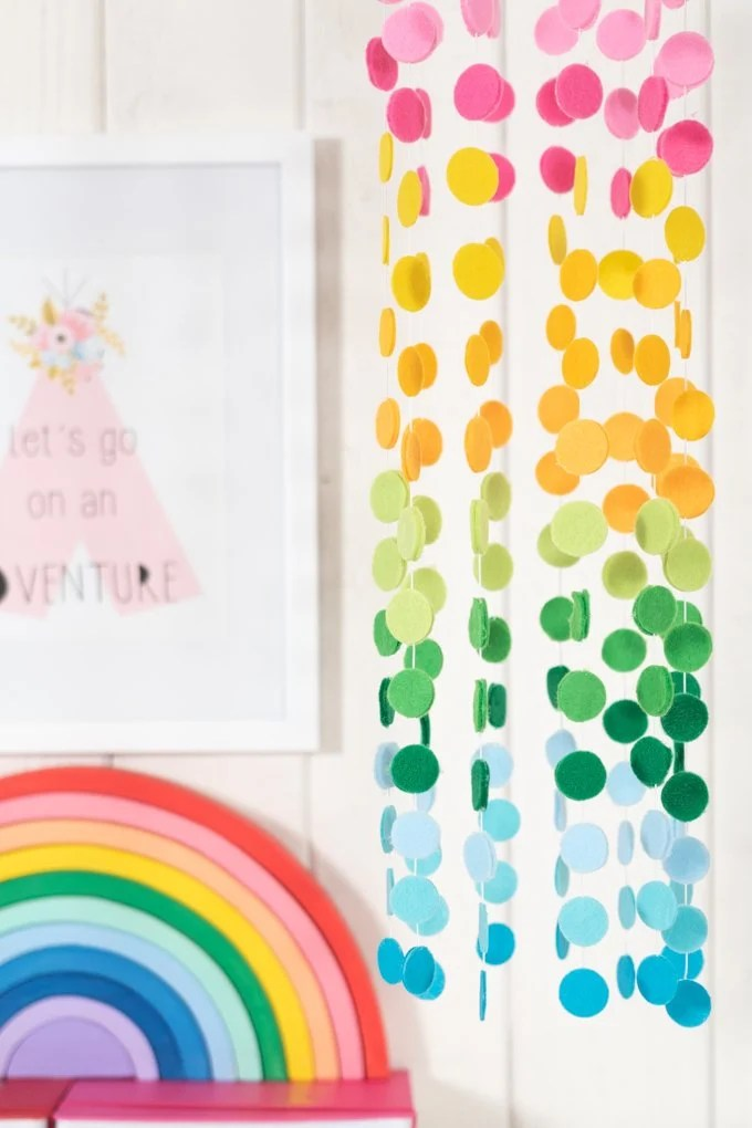 This felt hanging mobile from kingstoncrafts.com is full of color and cuteness! Dress up a nursery, entryway or playroom.