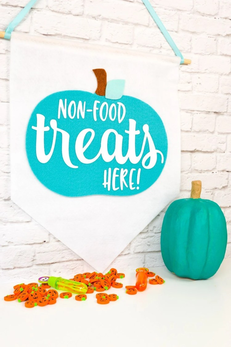 Let trick or treaters know that your house is allergen-friendly with a teal pumpkin! Make this cute banner as part of the Teal Pumpkin Project, heyletsmakestuff.com will show you how to do it!