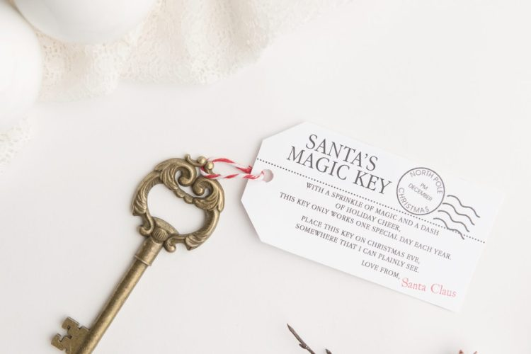 No chimney for Santa to get into your house? Use this free printable Santa key poem to make sure Santa can get inside to deliver presents on Christmas Eve!