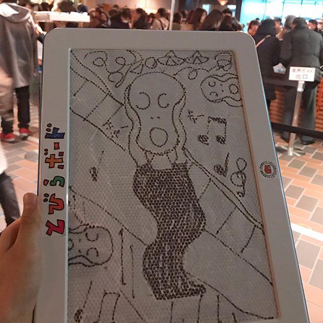 東京都美術館は、小学生にお絵かきボードが無料で貸し出されます。いつもそれで絵をを見ながらお絵かきするのが楽しいちなみに、ムンク展めちゃ混みです。1月20日(日)までやっています。#お絵かき大好き#東京都美術館#東京都美術館ムンク展 #ムンク展 #小学生