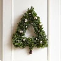 20 Winter Wreaths & Door Decorations You Can Display All