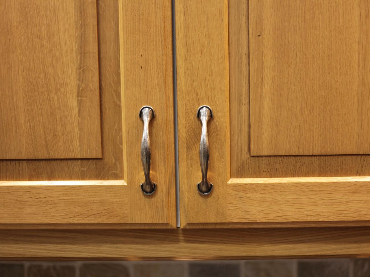 Kitchen Cabinet Handles: Pictures, Options, Tips & Ideas