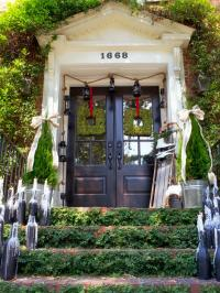 19 Outdoor Christmas Decorating Ideas | HGTV