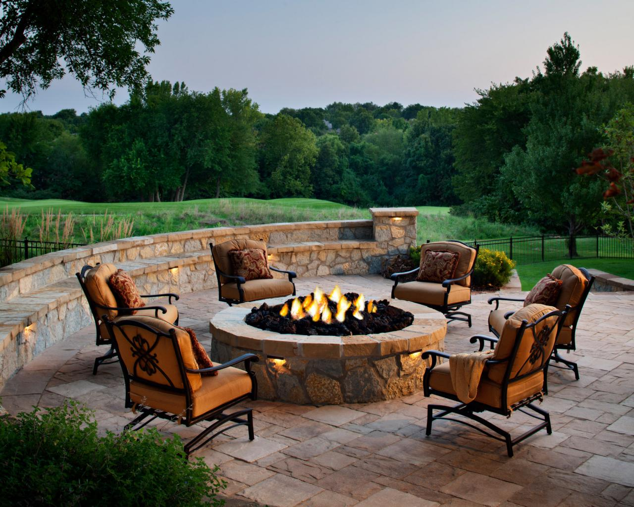 Designing a Patio Around a Fire Pit