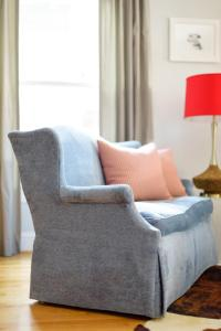 How to Decorate With Mismatched Furniture | HGTV