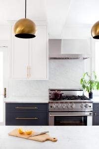 9 Gorgeous Kitchen Cabinet Hardware Ideas
