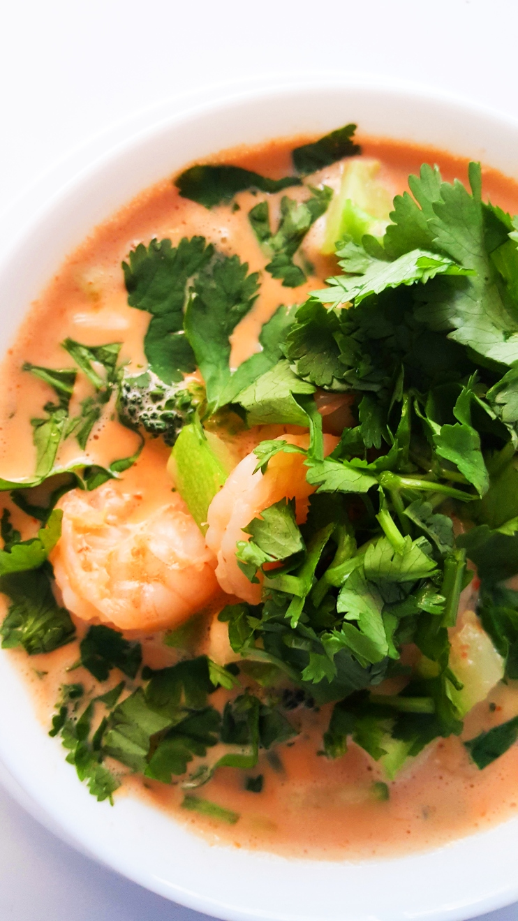 20-minute coconut curry shrimp soup! This delicious Thai soup is gluten-free, paleo and a great low-carb / keto dinner recipe! This healthy soup is easy, quick and tastes amazing!