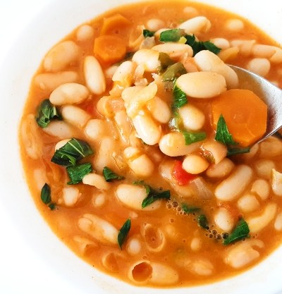 20-minute healthy bean soup recipe! This tasty white bean soup is full of flavor, loved by the whole family and is an easy dinner or lunch option! Great for kids and toddlers too! #healthy #soup #souprecipe
