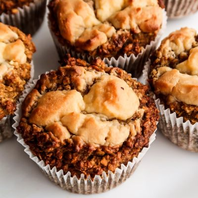 Healthy flourless oatmeal pumpkin muffins with cream cheese - super easy healthy breakfast idea or snack for fall that is quite addictive!