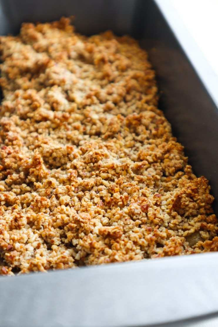 Try this healthy breakfast apple crumble! This easy apple recipe is filled with apples, cinnamon, honey, oats and nuts - all simple, easy to find ingredients! Heat up for a delicious easy breakfast idea and enjoy with yogurt or milk or enjoy for dessert with a scoop of ice cream!