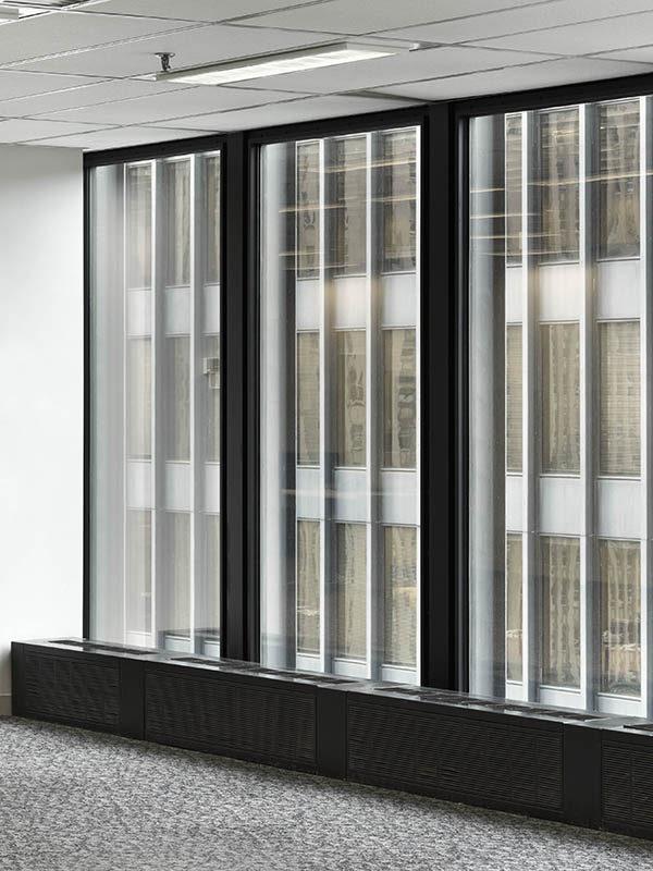 Image d'un grand immeuble de bureaux moderne – Tour TD