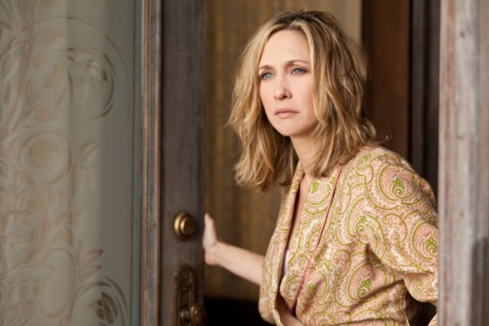 00-norma-bates-spies-an-unwelcome-guest