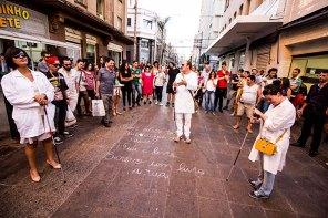Peça teatral no Calçadão aborda vivências e solidão