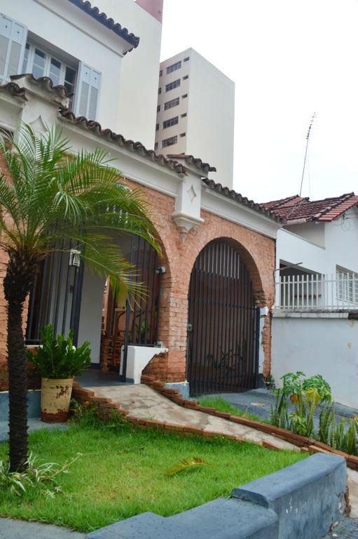 Casarão onde funciona o hostel House 2741