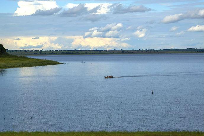Fronteira: lazer às margens do rio Grande