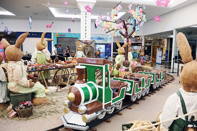 Coelhos gigantes da Páscoa do Riopreto Shopping
