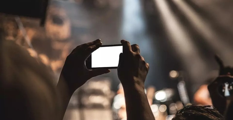 smartphone 407108 960 720 - أفضل 3 مواقع وبرامج لتحميل ترجمة افلام مجانا مع شرح تفعيل الترجمة 2019