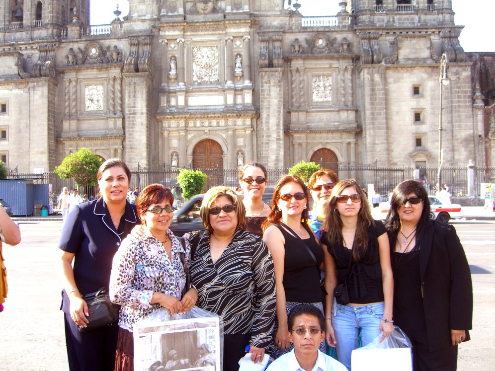 Lydia, Alejandra, Lupita N, Rosalina, Liliana, Marisela, Anna, Lupita de A. y Juan 2006 046