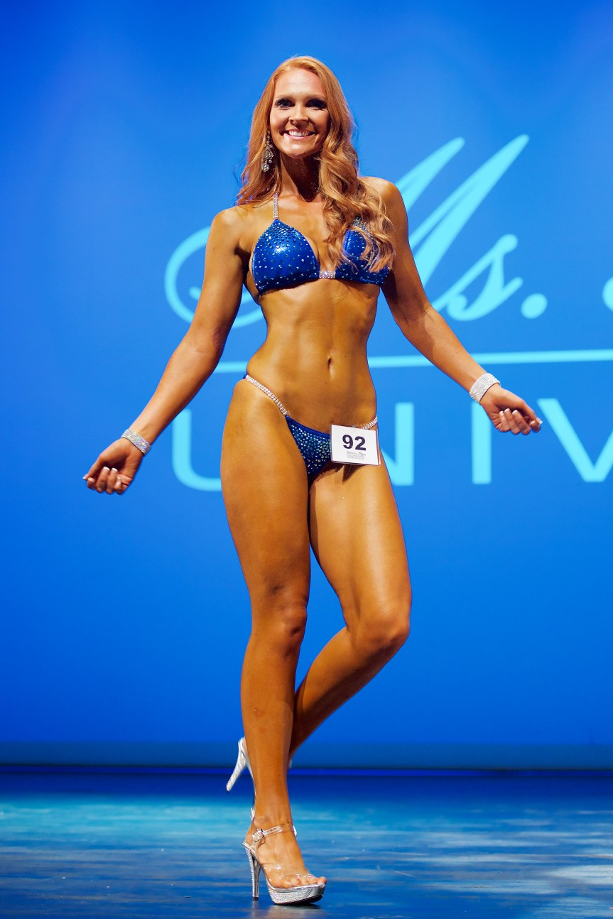 Bella Hibbs Fitness and Outfit Inpiration at Fitness Universe Weekend