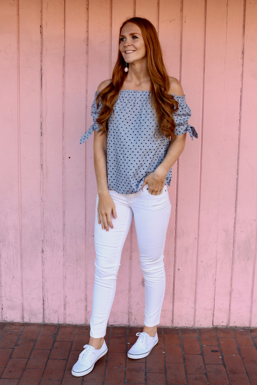 White jeans fashion outfit