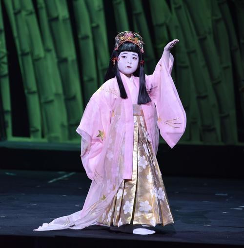 麗禾ちゃんの「かぐや姫」がかわいい!小学校進学と舞台出演は?