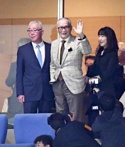 ミスター長嶋開幕に復活!「丸」東京ドームで移籍1号で祝福の挨拶!