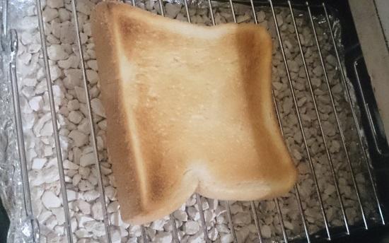 魚焼きグリルで焼いたトースト