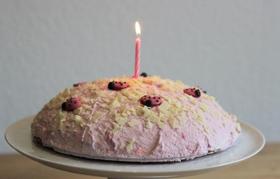 イチゴのムースケーキ