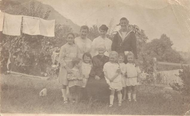 At Everest in Seaview Terrace Thirroul -Mary Ann Hicks with Children Grandchildren 1917-1919