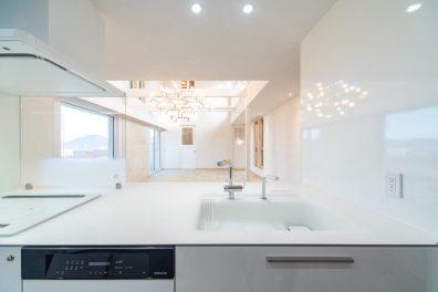 広島で最上級の快適性 こころパッシブハウス キッチンからの眺め