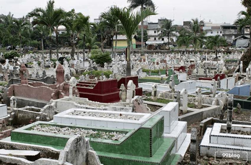 Tertipu Kuburan Keramat