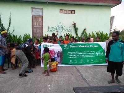 Santri Goes To Papua cerdaskan Anak Asli Papua