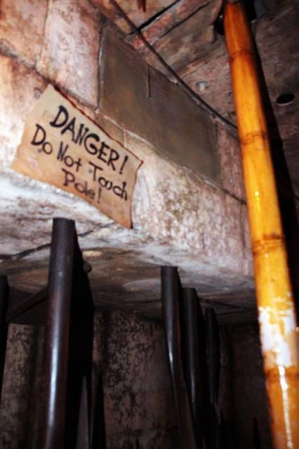 Danger do not pull the pole