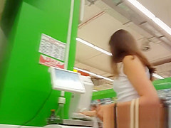 amateur hidden cam filming a girl under the skirt