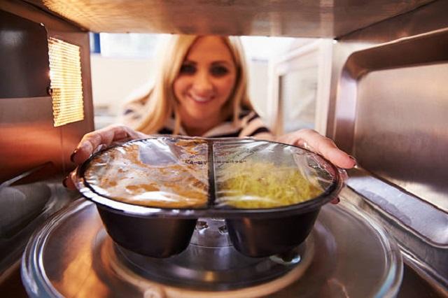 Microwave-dinner-dangers