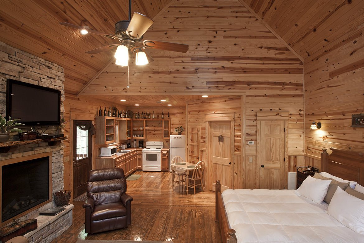 Green Mountain Cabin in Broken Bow OK  Studio Sleeps 2